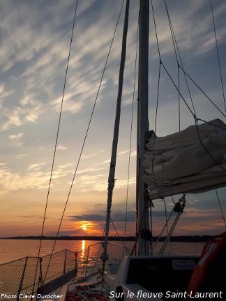 coucher de soleil sur un voilier