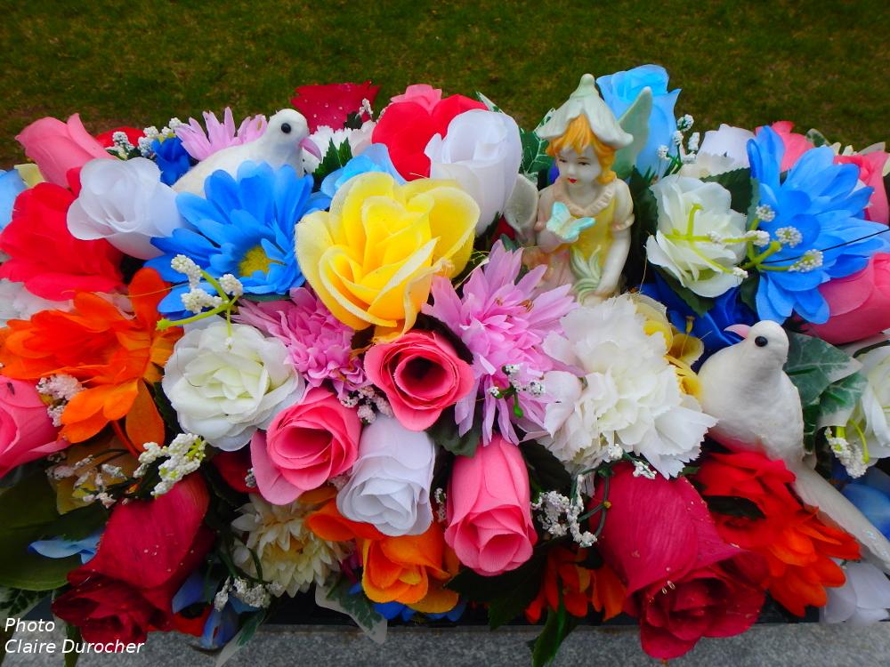 fleurs sur pierre tombale
