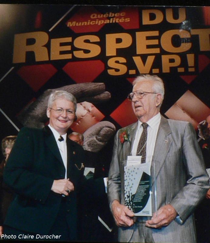 deux aînés avec le mot respect